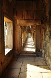 angkor Камбоджа Каменные коридор и штендеры Стоковая Фотография