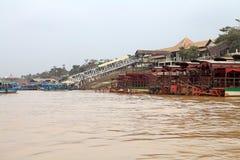 angkor banteay柬埔寨湖lotuses收割siem srey寺庙 免版税库存照片