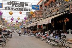 angkor banteay柬埔寨湖lotuses收割siem srey寺庙 免版税图库摄影