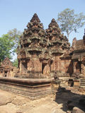 Angkor - Banteay Srei Tempel lizenzfreie stockfotografie