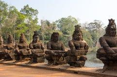 angkor Cambodia powikłani demony fotografowali rzeźb świątyni wat Obrazy Stock
