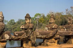 angkor Cambodia powikłani demony fotografowali rzeźb świątyni wat Zdjęcia Royalty Free