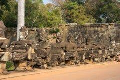 angkor Cambodia powikłani demony fotografowali rzeźb świątyni wat Fotografia Stock