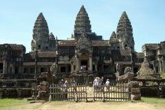 Angkor Cambodja December 31 2017, östlig ingång till den 12th århundradeAngkor Wat templet arkivbilder