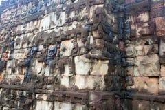 angkor sculpted väggwat Arkivbilder