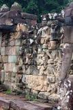 angkor sculpted väggwat Royaltyfri Bild