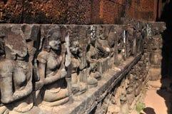 Angkor Thom statyer royaltyfri foto