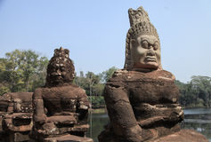 Angkor Thom statyer Arkivfoton