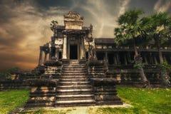 Angkor Thom tempel på solnedgången angkoren cambodia skördar siemwat Royaltyfri Bild