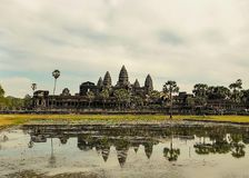 Angkor Vat avec la réflexion Image libre de droits