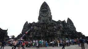 Angkor Wat är ett jätte- komplex för hinduisk tempel i Cambodja lager videofilmer