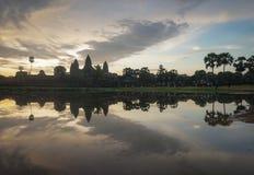 Angkor Wat é um local de Herutage do mundo do UNESCO desde 1992 Famoso para ele processo da construção do ` s e pinturas murais d foto de stock royalty free