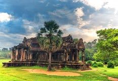 Angkor Wat - ένας γιγαντιαίος ινδός ναός σύνθετος στην Καμπότζη Στοκ Εικόνα