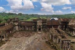 Angkor Wat - ένας γιγαντιαίος ινδός ναός σύνθετος στην Καμπότζη Στοκ Εικόνες