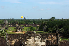 Angkor wat αρχαίο την ηλιόλουστη ημέρα Στοκ Φωτογραφίες