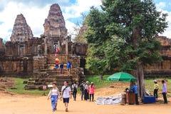 Angkor Wat, Καμπότζη - 5 Δεκεμβρίου 2016: Στοές και τουρίστες Στοκ Εικόνα