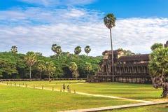 Angkor Wat, Καμπότζη - 7 Δεκεμβρίου 2016: Στοές και τουρίστες Στοκ φωτογραφίες με δικαίωμα ελεύθερης χρήσης