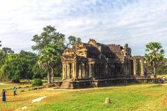 Angkor Wat, Καμπότζη - 7 Δεκεμβρίου 2016: Στοές και τουρίστες Στοκ Εικόνα