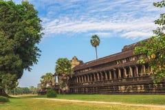 Angkor Wat, Καμπότζη - 7 Δεκεμβρίου 2016: Στοές και τουρίστες Στοκ εικόνες με δικαίωμα ελεύθερης χρήσης