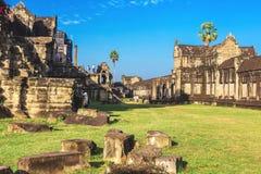 Angkor Wat, Καμπότζη - 7 Δεκεμβρίου 2016: Στοές και τουρίστες Στοκ εικόνα με δικαίωμα ελεύθερης χρήσης