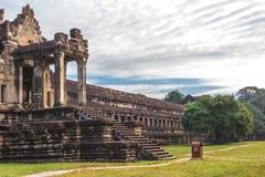 Angkor Wat, Καμπότζη - 7 Δεκεμβρίου 2016: Στοές και τουρίστες Στοκ Εικόνες