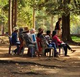 Angkor Wat, Καμπότζη Καθισμένες γυναίκες που περιμένουν τους πελάτες Στοκ Φωτογραφίες