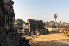 Angkor Wat μέσα στο ναό το πρωί η Καμπότζη συγκεντρώνει siem Το Angkor Wat είναι ένα από το μεγαλύτερα θρησκευτικά μνημείο και το Στοκ Εικόνες