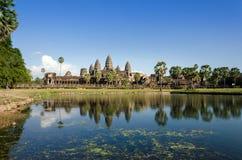 Angkor Wat με την αντανάκλαση στο νερό Στοκ φωτογραφία με δικαίωμα ελεύθερης χρήσης