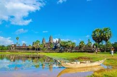 Angkor Wat με την παλαιά βάρκα, Καμπότζη Στοκ εικόνες με δικαίωμα ελεύθερης χρήσης
