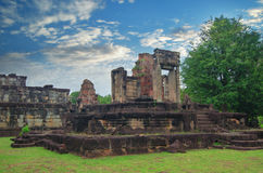 Angkor Wat στην Καμπότζη ενάντια στο μπλε ουρανό Στοκ Φωτογραφία