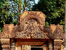 Angkor Wat - όμορφες γλυπτικές, bas ανακουφίσεις του ναού Banteay Srei Στοκ Φωτογραφίες