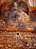 Angkor Wat - όμορφες γλυπτικές, bas ανακουφίσεις του ναού Banteay Srei Στοκ Εικόνα