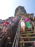 Angkor Wat в Камбодже самый большой религиозный памятник в мире и всемирное наследие, соединяет швами пожинает город, Камбоджу в  стоковая фотография rf