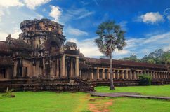Angkor Wat - гигантский комплекс индусского виска в Камбодже Стоковая Фотография RF