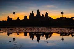 Angkor Wat и озеро на восходе солнца, Камбоджа Стоковое фото RF