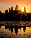 Angkor Wat и озеро на восходе солнца, Камбоджа 2 Стоковое Изображение RF