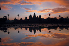 Angkor Wat au lever de soleil. Photo stock