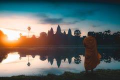Angkor Wat bei Sonnenaufgang stockbilder
