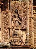 Angkor Wat - belle sculture, bassorilievi del tempio di Banteay Srei Immagine Stock