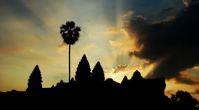 Angkor Wat bij dageraad Stock Afbeeldingen