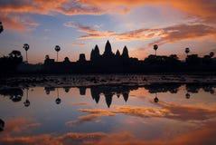 Angkor Wat bij zonsopgang. Stock Foto
