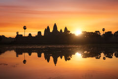 Angkor Wat bij zonsopgang, Kambodja Royalty-vrije Stock Foto's