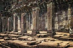 Angkor Wat Cambodia och stora pelare arkivfoton