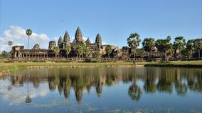 Angkor Wat com reflexão na água, vídeo do Tempo-lapso filme
