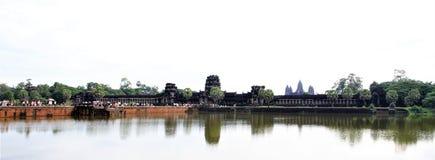 Angkor Wat, complejo gigante del templo hindú de Cambodiaa en Camboya, dedicada a dios Vishnu imagenes de archivo