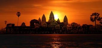 Angkor Wat in der Sonne lizenzfreie stockfotos