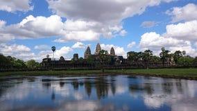 Angkor Wat e um céu nebuloso Imagens de Stock