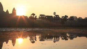 Angkor Wat ed il sole di mattina video d archivio