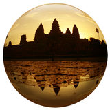 Angkor wat in een kristal of glasbal Stock Foto's
