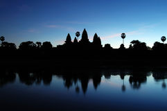 Angkor Wat en el amanecer Fotos de archivo